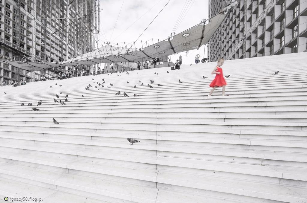 Dziewczynka w czerwonym - seria powoli dobiega końca