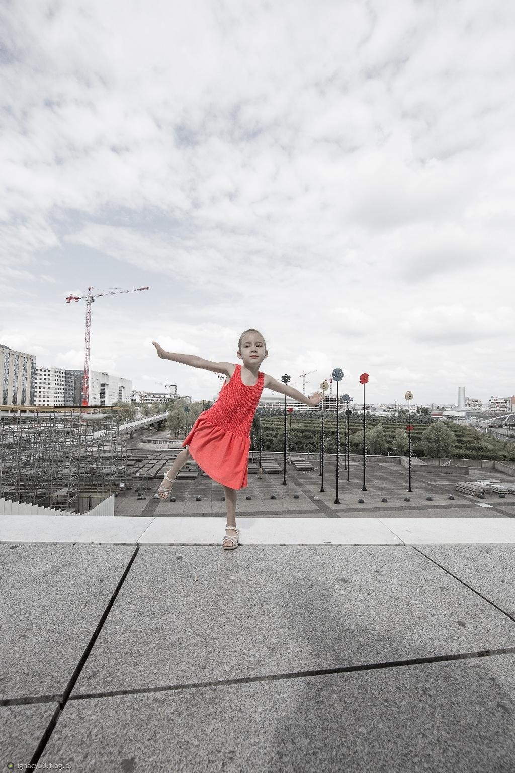 Dziewczynka w czerwonym - pożegnanie