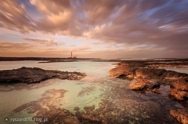 http://s21.flog.pl/media/foto_middle/11683432_toston-lighthouse.jpg