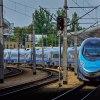 ED250-016 :: 16 maja 2015r 15:40 | Sta<br />cja Kraków Główny | Usmie<br />chnięty ED250-016 podstaw<br />ia się w perony na p